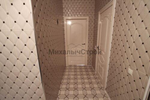 Отделка плиткой коридора